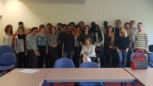 Une photo de groupe de la vingtaine de membres présent·e·s à la première réunion vie associative le 12 octobre 2017
